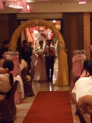 新郎新娘來啦