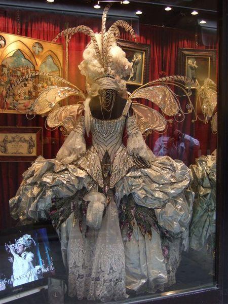 威尼斯的鬧區充滿著面具