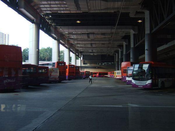 公車站,很像我們客運站耶