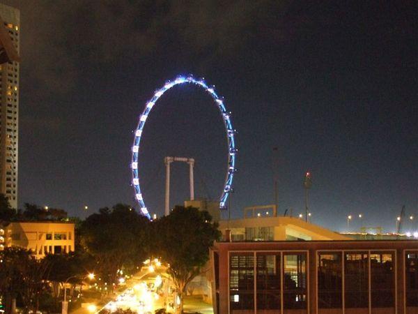 新加坡之眼,我覺得不美,中央太空了