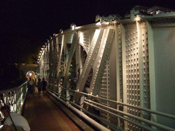 這個白鐵橋歷史很悠久,弗萊士橋?
