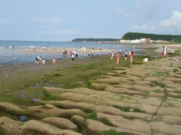 綠石槽旁邊就是沙灘了