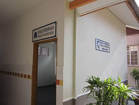 IMG_3759這不是男女廁所標誌,是高速公路休息站的禱告室喔.JPG