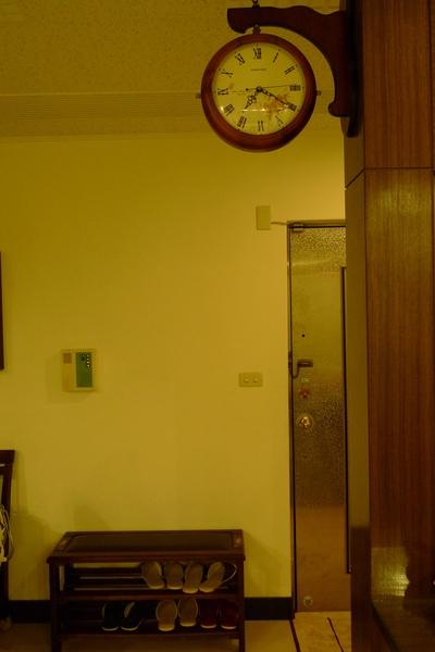 新朋友Tony的家-可愛掛鐘.JPG