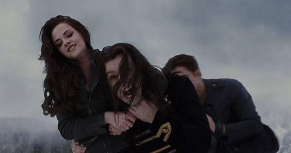 Bella_&_Edward_trying_to_kill_Aro.JPG