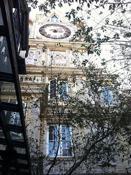 葉子與鐘塔
