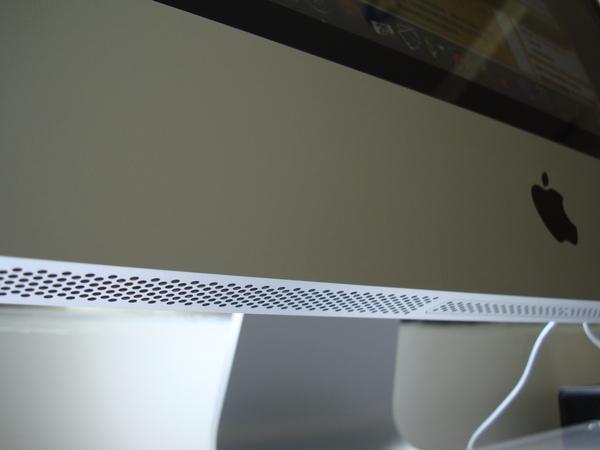音響在螢幕下方 用折射原理發出聲音