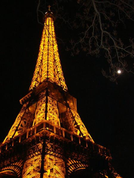 鐵塔與月亮