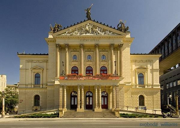 121827-14-state-opera-praha-exterior-s-statni-opera-praha