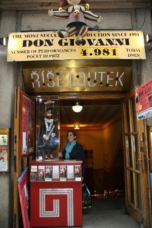 Natilonal Marionette Theater1