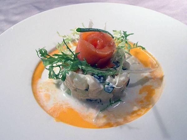 鮭魚佐飛魚子沙拉