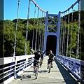 通過復興橋