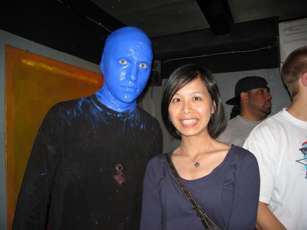 竟然可以跟BLUE MAN合照