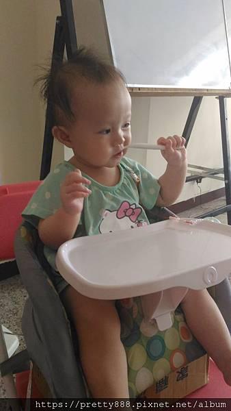 保母阿姨說吃完東西要刷牙