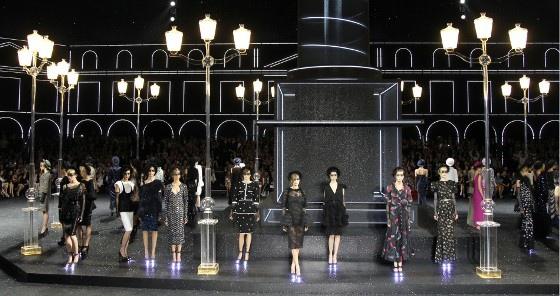 126555-chanel-haute-couture-fall-winter-2011-2012-fashion-show