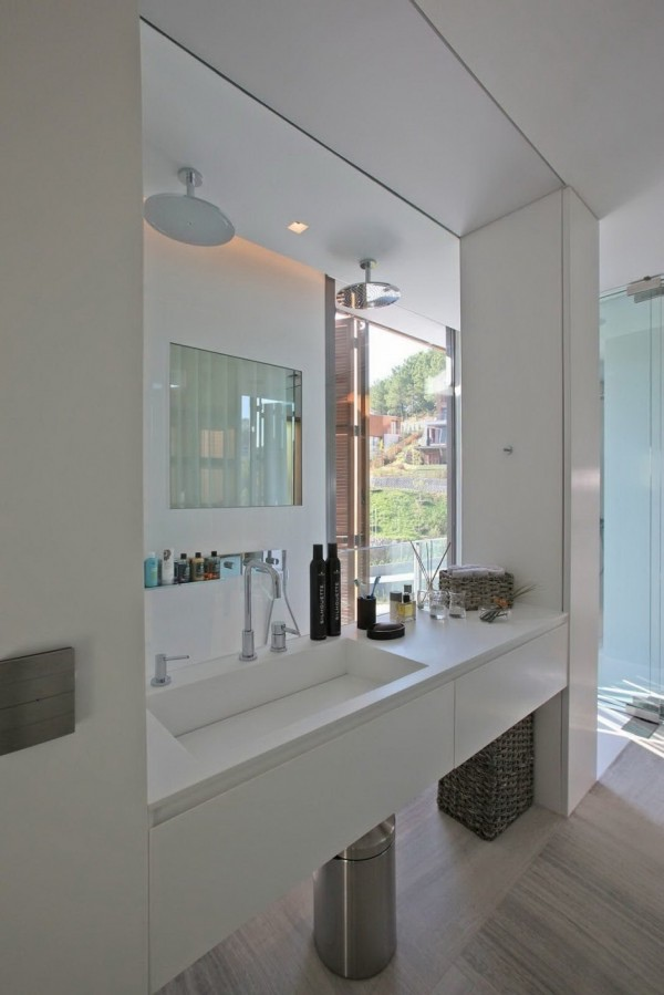 glass-wall-bathroom-shower-32-600x899.jpg