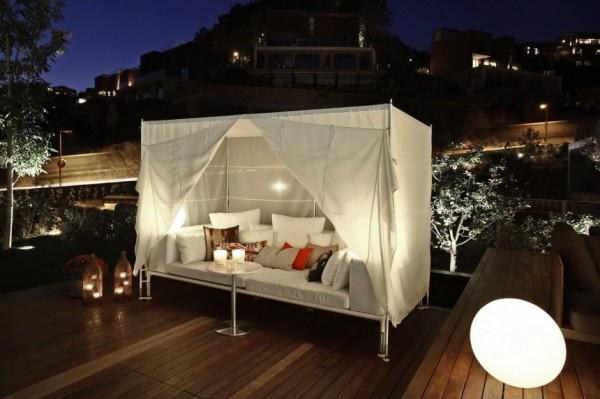 outside-canopy-bed-24-600x399.jpg