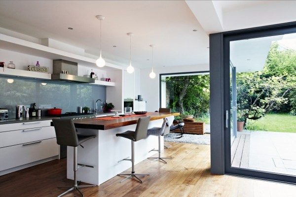 glass-kitchen-backsplash-3-600x400.jpg