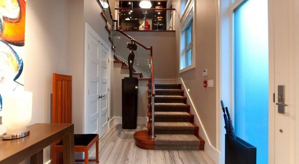 penthouse-foyer-600x330.jpg