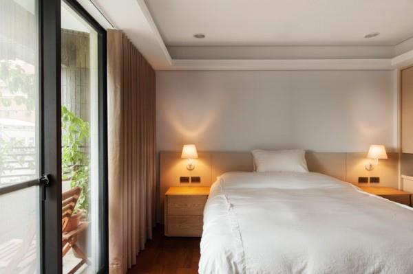 crisp-white-bedroom-600x399.jpg