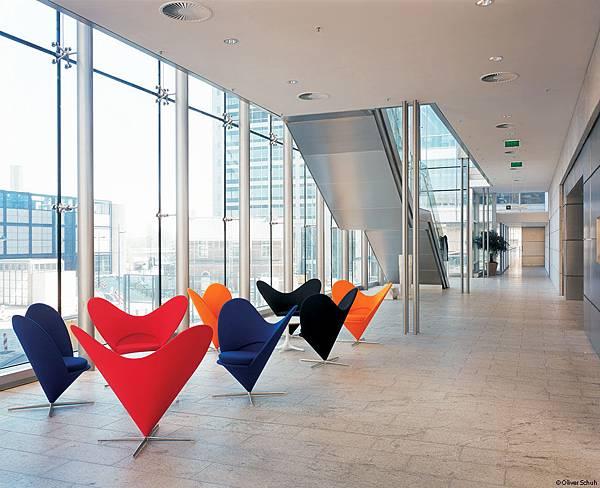 Vitra-Heart-Cone-Chair04.jpg