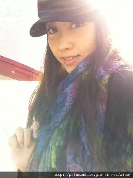 """2010.12.12 好想念那天的陽光, 仔細想想,才過了兩天 也許是雨滴 在耳邊滴滴不停 才把記憶的線拉長 拉遠 冬天是個容易""""想念""""的季節"""
