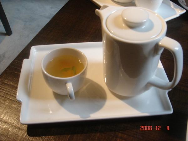義磚義瓦:蜜桃紓壓茶