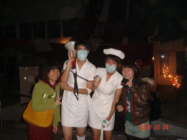 酷!男扮女裝的護士