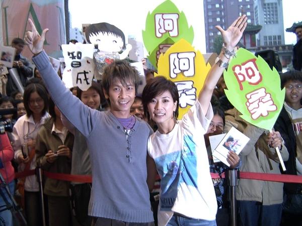 成桑成對高雄簽名會01.JPG