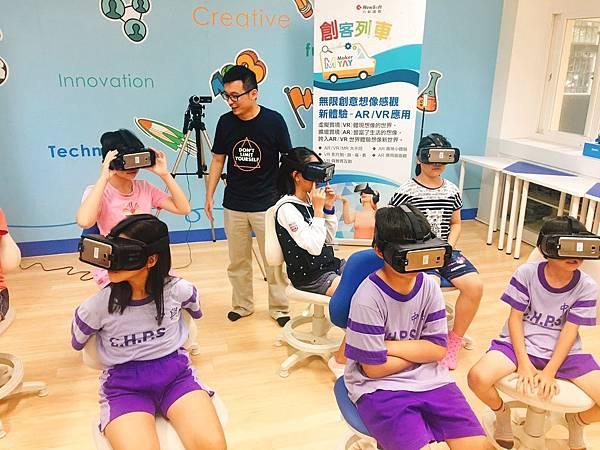 創客列車參與學童體驗AR VR.jpg