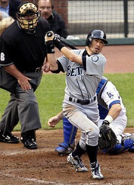 Ichiro 2007 All-Star 2-run HR-1.jpg