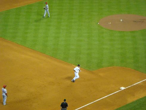 Carlos Lee runing home.jpg