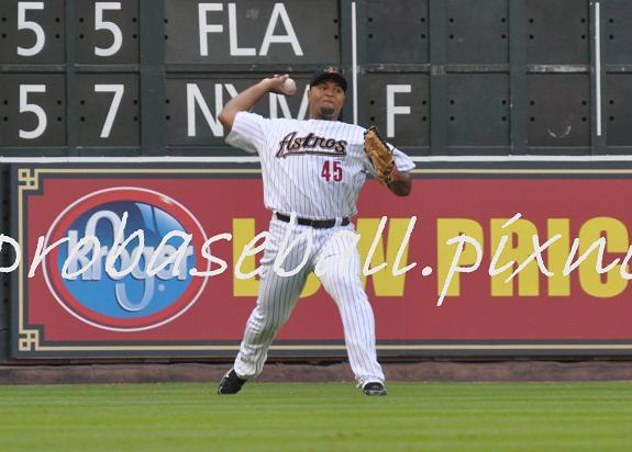 Carlos Lee fielding.JPG