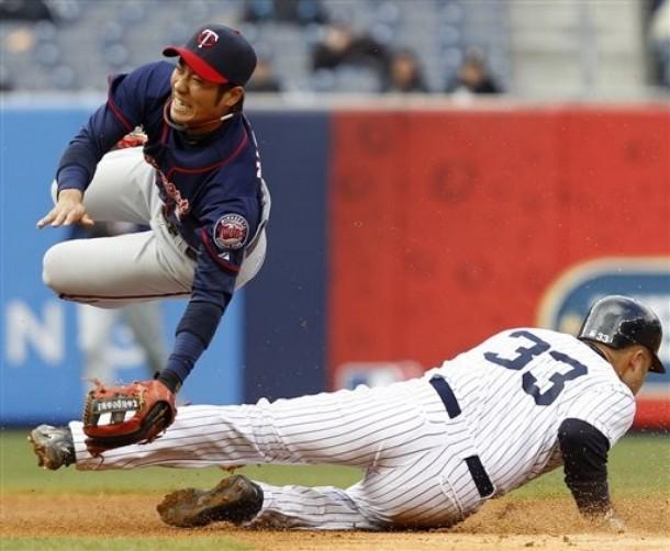 Tsuyoshi Nishioka-broken-leg.jpg