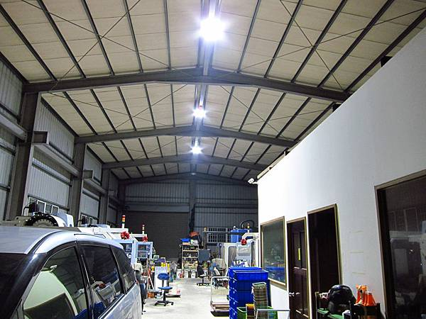 3年光衰小於15%,500瓦工廠水銀燈,更換80瓦 LED高天井燈