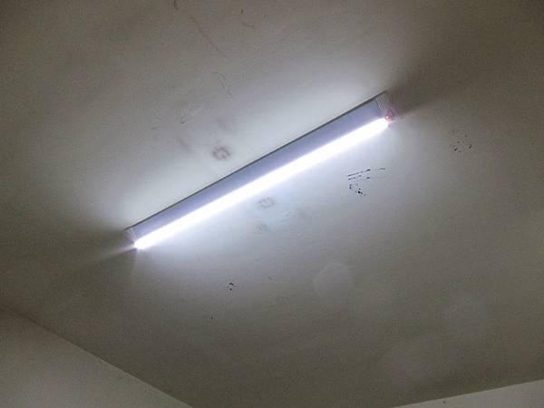 傳統T8 2尺20W*2 更換 LED T8 18W*1