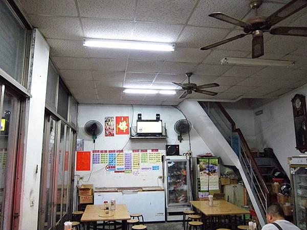 快餐店 3 支18W VS 6 支 40W 雙座改單燈座