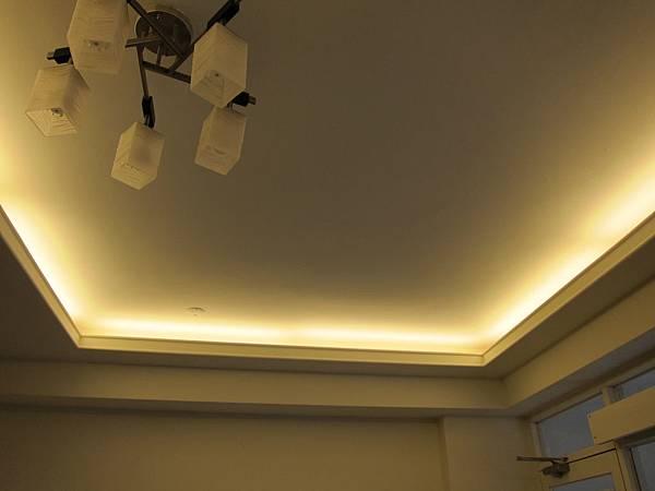 間接光源 T8 LED 4尺18W + 支架燈座串連