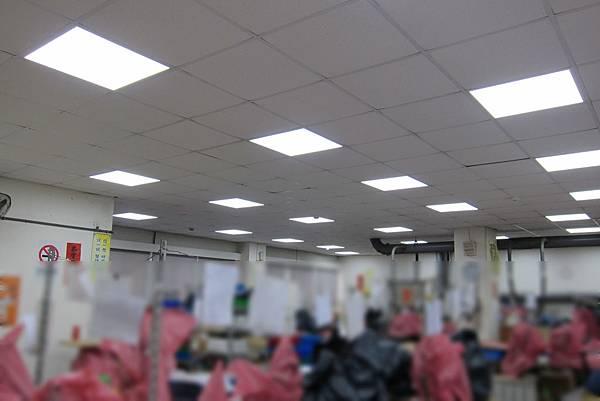 生產作業區 恒新數位科技 36W LED平版燈