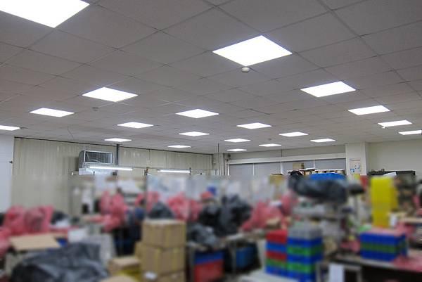 生產作業區 恒新數位科技 36WLED平版燈