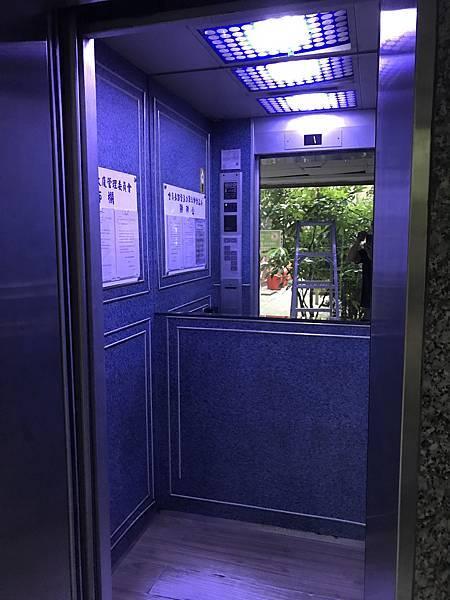 電梯安裝崁燈