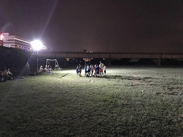 夜間足球燈具