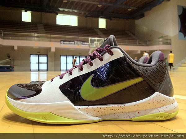 a08123b41b0c Review NIKE ZOOM KOBE V - The Joker   Sneaker Review 2.0 球鞋評測 ...