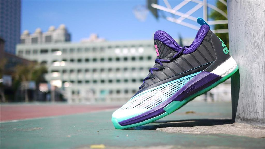 2854c6f93f88  First look adidas - Crazylight Boost 2.5 Low James Harden All Star Game PE