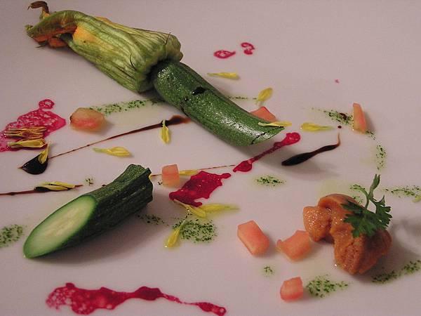集雅朵 -- 前菜.結瓜花釀干貝慕司佐海膽