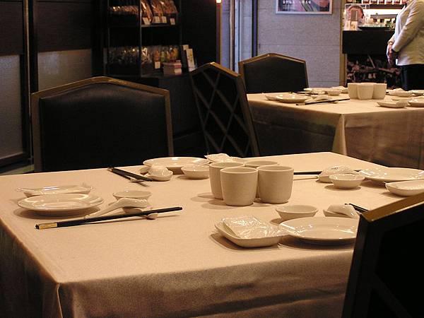 大鵬灣食堂 -- 桌面餐具