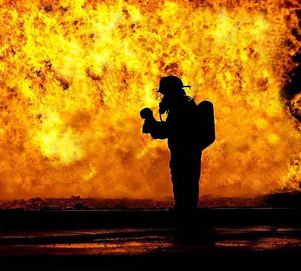 fire-fighter-2098461_960_720.jpg