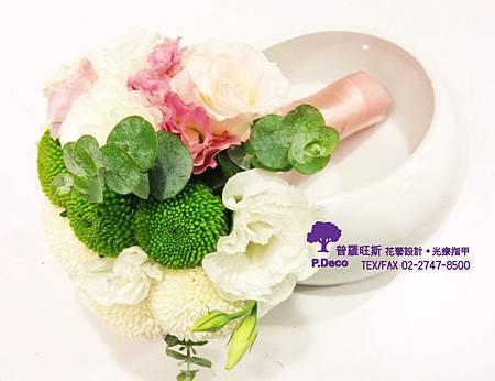 乒乓菊+粉桔梗+尤加利葉捧花