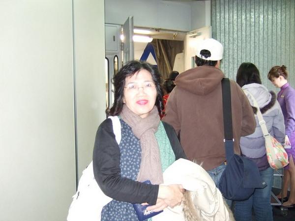 Day 1_去程 5 (中正機場登機門.媽).jpg