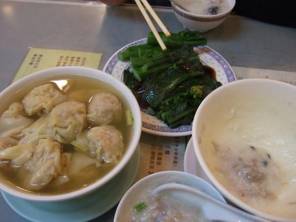 Day 1_宵夜 2 (皮蛋瘦肉粥. 蠔油介蘭. 鮮蝦雲吞).jpg